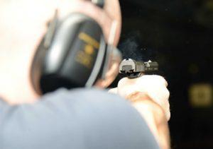 Základy manipulace a střelby z krátké zbraně