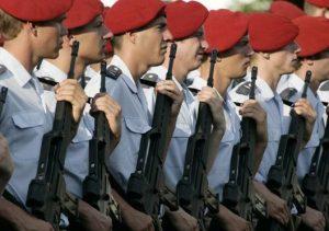 vojáci n